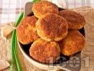 Рецепта Пържени картофени кюфтета в галета с топено сирене и чесън